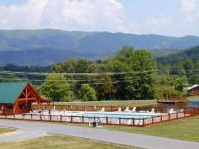 Pigeon forge vacation rental cabin fishing hole fish right for Fishing in pigeon forge tn