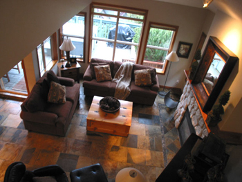 WHISTLER'S UPPER VILLAGE - SKI-IN/OUT - SLEEPS 9
